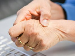 Этот метод поможет избавиться от жесткости и боли в суставах рук, а также улучшить их гибкость