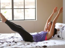 10 полезных и эффективных упражнений для суставов, не вставая с постели