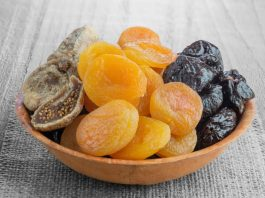 3 вкусных фрукта на ночь восстановят позвоночник и добавят сил