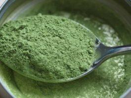 Этот порошок содержит больше антиоксидантов, чем черника, железа, чем шпинат и витамина А, чем морковь