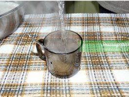 Стакан простой горячей воды для хорошего стула и от старости