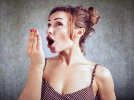 Используя эти простые трюки вы навсегда избавитесь от неприятного запаха изо рта