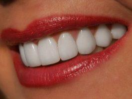 Я очень комплексовала из-за желтых зубов, пока не попробовала этот натуральный отбеливатель