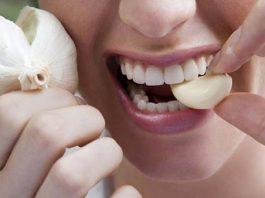 Положите чеснок в рот и держите в течение 30 минут. Результаты невероятны